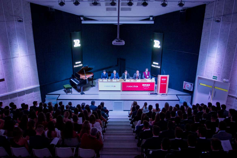 Fernández Vara destaca la contribución de la universidad al desarrollo de Extremadura en los últimos 35 años